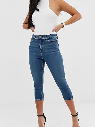 7130863eddaef4 Asos Petite ASOS DESIGN Petite - Ridley - Kurz geschnittene Jeans mit hohem  Bund in verwaschenem