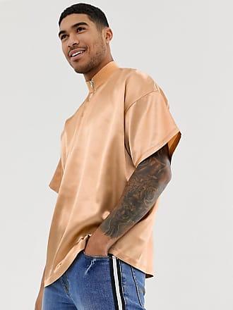 Asos Guldfärgad t-shirt i satin och oversize-modell med halvpolokrage och  dragkedja upptill e4e624783ea1e