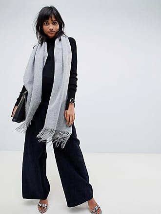28fc650865ec Shopping   30 écharpes cosy pour rester au chaud cet hiver   Stylight